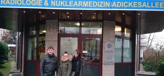 EC-Studenten live bei OP in der Adickes Privatklinik